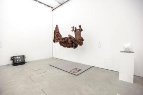 Arbeiten von Sanja Ivekovic, Vivienne Westwood, Jörgen Böheimer (v.l.)